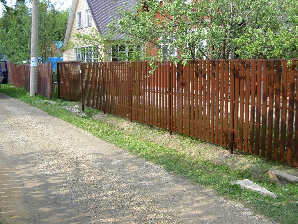 Участок ниже как сделать забор