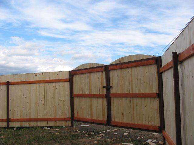 Как сделать забор из профнастила из деревянных лаг